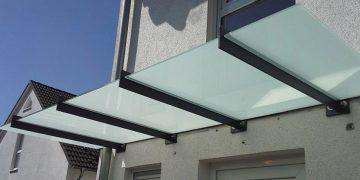 Vordächer aus Edelstahl und Glas